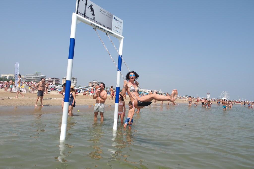 altalena in riva al mare