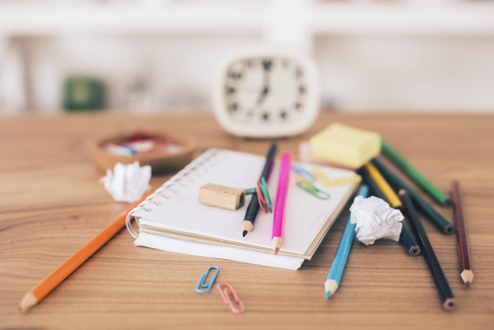 come-organizzare-la-scrivania-della-cameretta.jpg